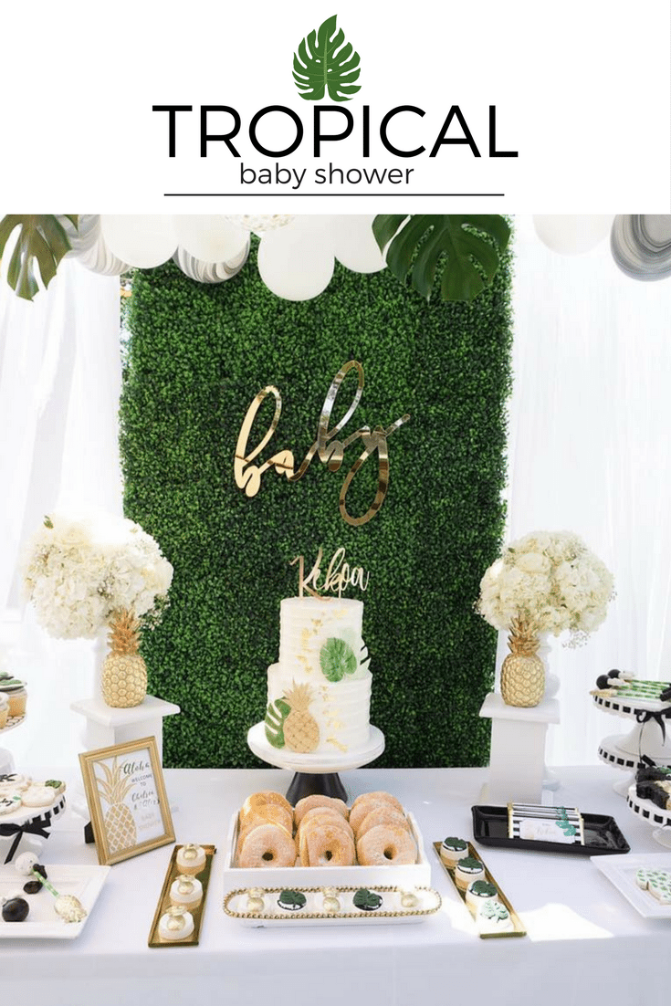 Gorgeous tropical birthday party with golden details and hawaiian theme. See all the ideas!