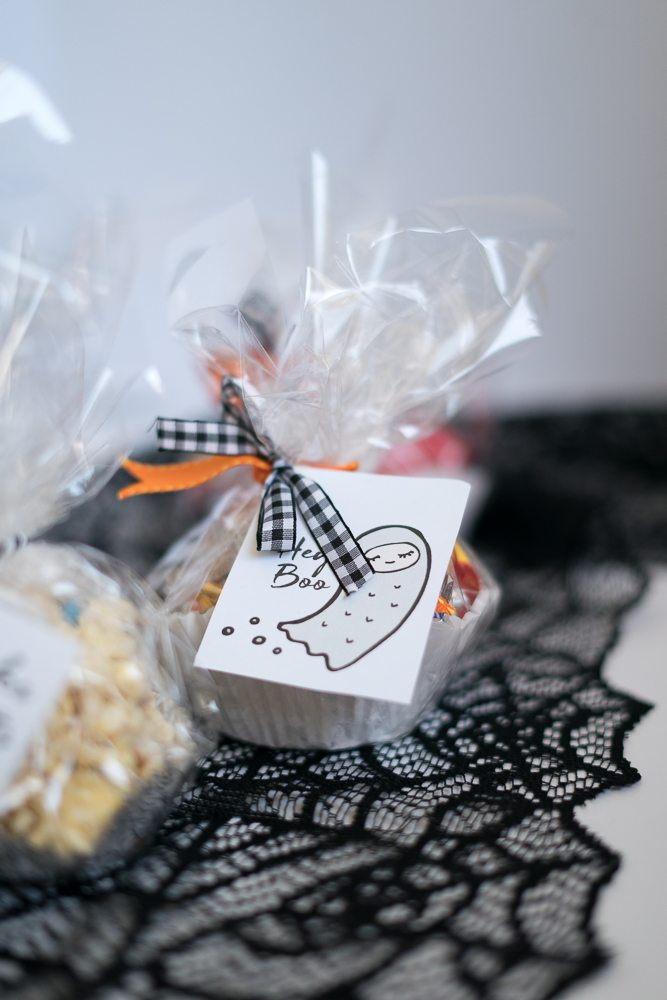 These delicious Halloween Candy Popcorn Ball Recipes makes the most adorable BOO-kit.#SpookySavings #BOOItForward #CollectiveBias