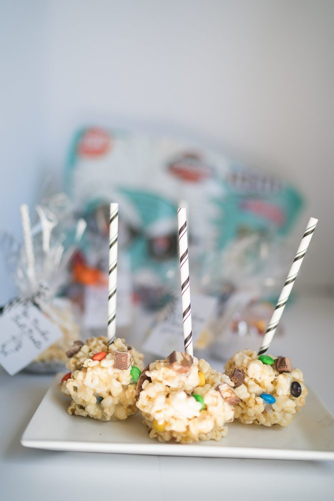 These delicious Halloween Candy Popcorn Ball Recipes makes the most adorable BOO-kit.#SpookySavings #BOOItForward #CollectiveBias