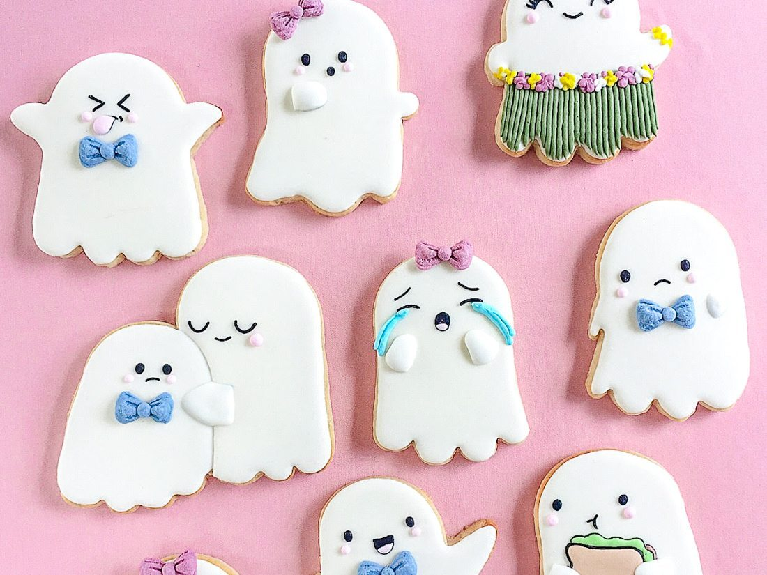 These darling little Halloween ghost cookies are so fun!