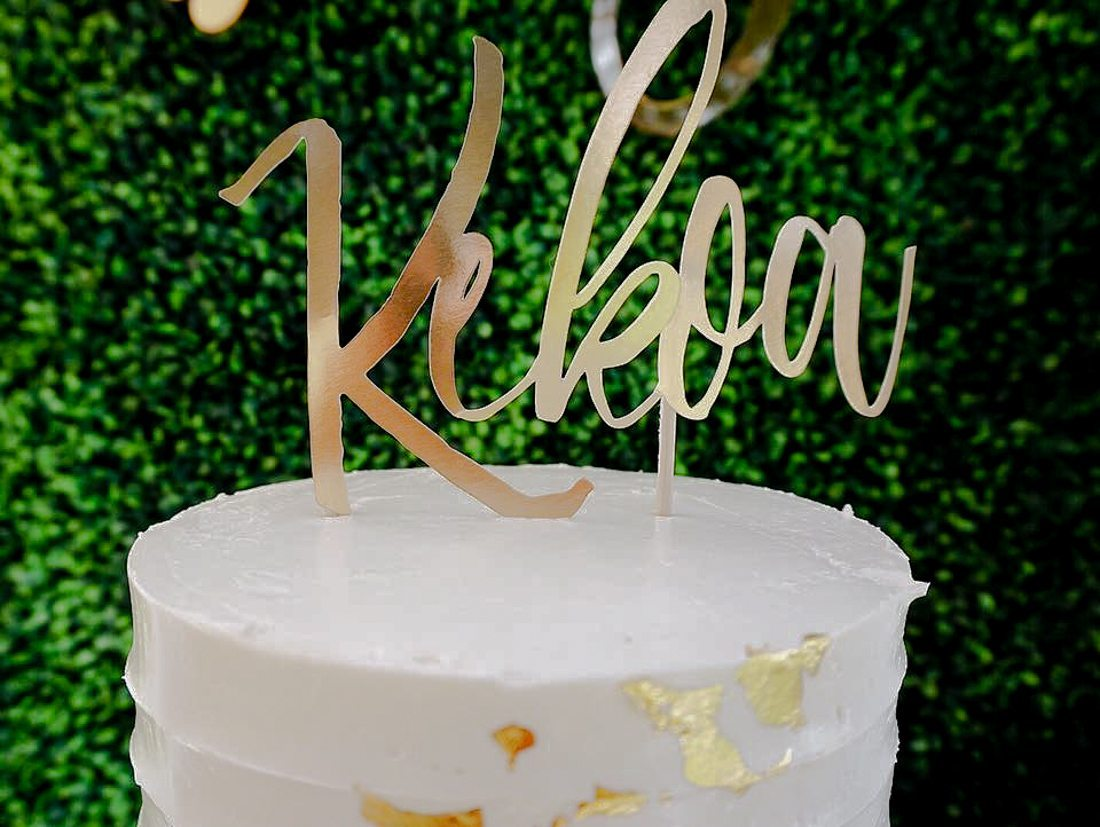 This darling tropical baby shower is filled with golden desserts, a hawaiian cake and pineapple flowers. You will want to see these treats. Unbelievable for any Hawaiian or tropical birthday party or baby shower