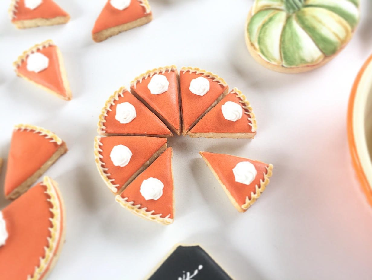 These are the cutest pumpkin pie cookies for fall. Thanksgiving never looked so darling.