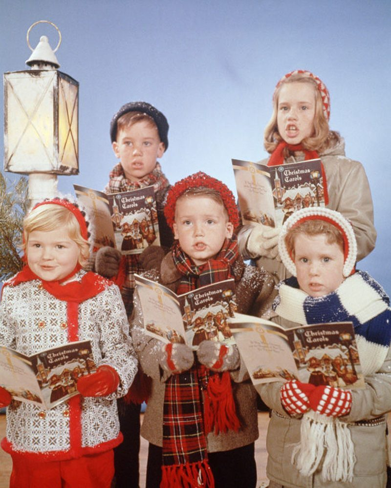 Bringing Old Fashioned Christmas Caroling To Ashview: 8 Ways To Celebrate An Old Fashioned Christmas
