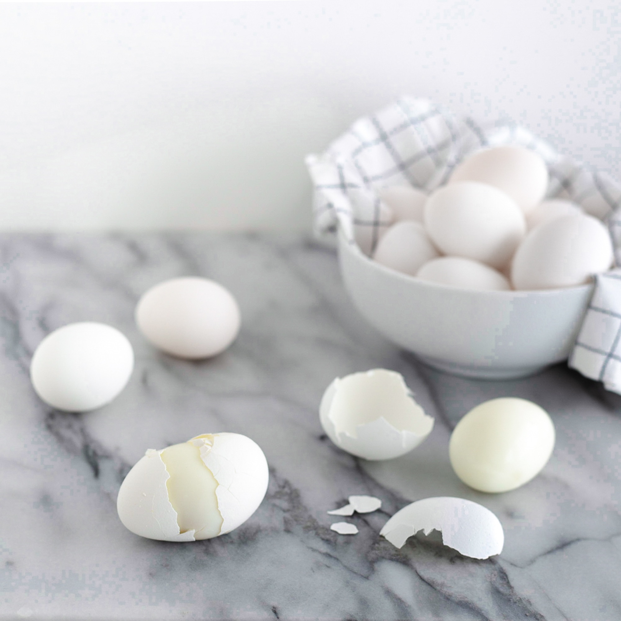These hard boiled eggs peel so easily! This is the very best way to cook them. #hardboiledeggs