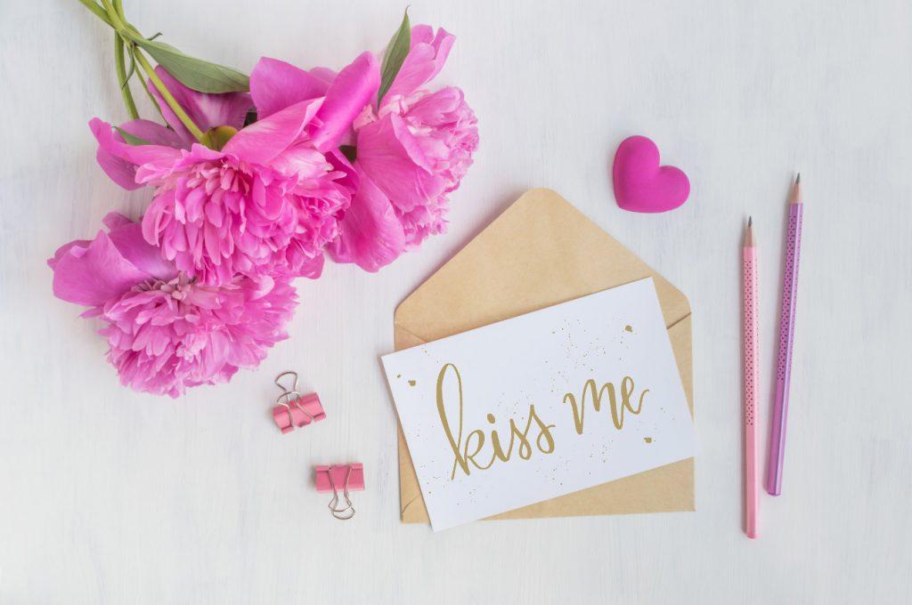 Cute Letterpress Script Free Printables_Kiss Me